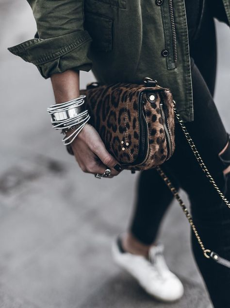 STYLEMEDIVINE style notes / accessorise with flair always the perfect way to finish of your look ✔ SPOTTED .