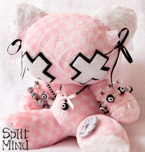 Split Mind Plush by splitmind Kawaii Plush, Cute Plush, Goth Bedroom, Armas Ninja, Pastel Punk, Vintage Cupcake, Hello Kitty Birthday, Cute Stuffed Animals, Plush Pattern