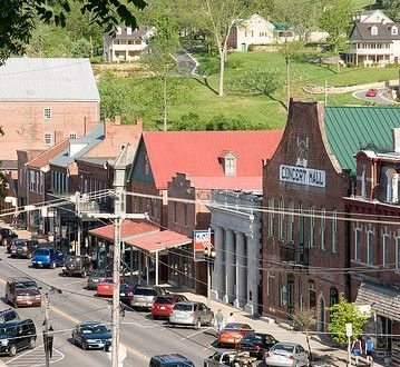 You Will Experience Small Town Charm And Hospitality When Visit Hermann Mo Stay At Www Blackoakinn Historic Missouri Pinterest
