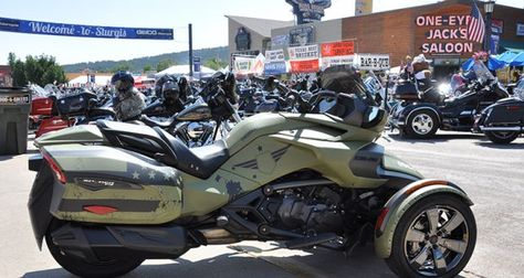 You could own this custom Can-Am Spyder F3-T, by bidding in an online auction by RoadWarrior.org. All proceeds benefit veterans. (Photo: RoadWarrior.org)