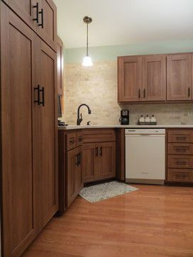 Classic Calm Transitional Kitchen With Portabella Shaker Cabinets In Majestic Walnut Laminate Http Www Northerncontours Com Products Therm