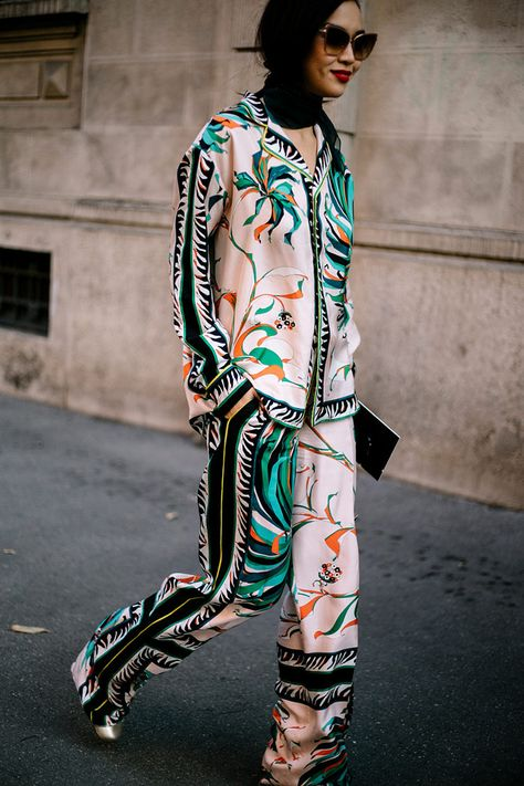 She's Got STYLE - lovin' these looks-- White, right. Milan Fashion Week Street Style Vogue Duang Posh Pajama look de Emilio Pucci photo: Aldo Decaniz Jeans, White Shi