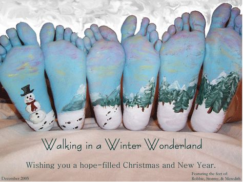 Christmas Card // If I didn't have issues with feet, I would LOVE this idea, LOL