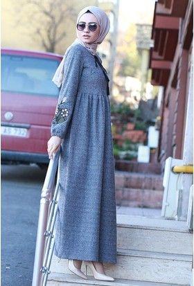 Nakisli Yazlik Tesettur Kiyafet Modelleri Moda Tesettur Giyim Moda Stilleri Elbise Elbise Modelleri