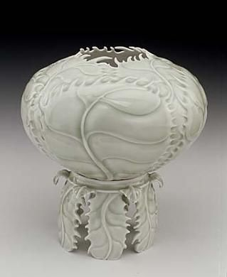Cabbage Vase on a Pedestal by Cliff Lee / American Art, Smithsonian.