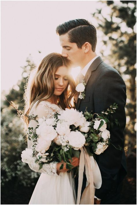 This wedding photo of the bride and groom is so gorgeous.This wedding photo of the bride and groom is so gorgeous.This wedding photo of the bride and groom is so gorgeous. Wedding Picture Poses, Wedding Couple Poses, Wedding Photography Poses, Photography Ideas, Photographer Wedding, Wedding Couples, Wedding Fotography, Future Mrs, Poses Photo
