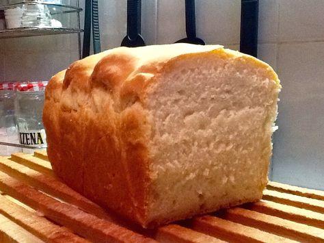 """PANE BRIOCHE TANGZHONG realizzato con la ricetta:""""L'incroyable méthode japonaise pour le pain """"-(Lievitati dolci).  Ingr.: 350g di farina 00, 55g di zucchero,5g di lievito secco ( o 15g fresco), 5 g di sale, 7g di latte in polvere,1 uovo,110 g di latte,30g di burro molle,100 g di tangzhong. Mettere nel bimby il lievito e il latte per 2 min a 37* vel 2. Aggiungere gli altri ingredienti e programmare 10 min funzione spiga. La pasta sarà molto molle.trasferirla in una ciotola e farla lievitare…"""