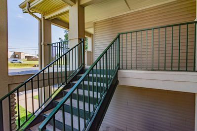 Great Family Condo With Golf View Across From Indoor Pool Updated Photos Branson In 2020 Indoor Pool Condo Pool Hot Tub