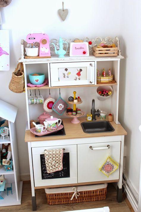 B U B B L E G A R M: Esra's Play Kitchen... Ikea duktig hack.
