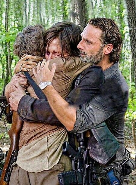 A Last Hug For The Atlanta Three With Images Walking Dead