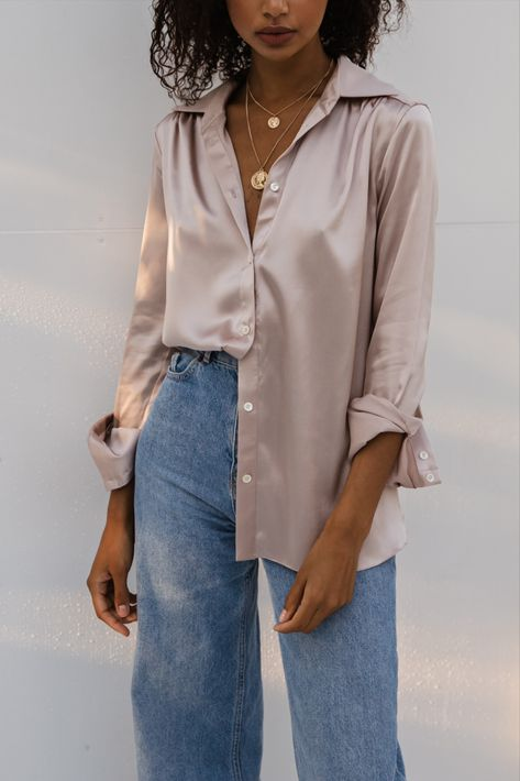 Moda Oversize, Mode Outfits, Fashion Outfits, Oversized Button Down Shirt, Blouse Outfit, Beige Pants Outfit, Cute Casual Outfits, Look Chic, Mode Style