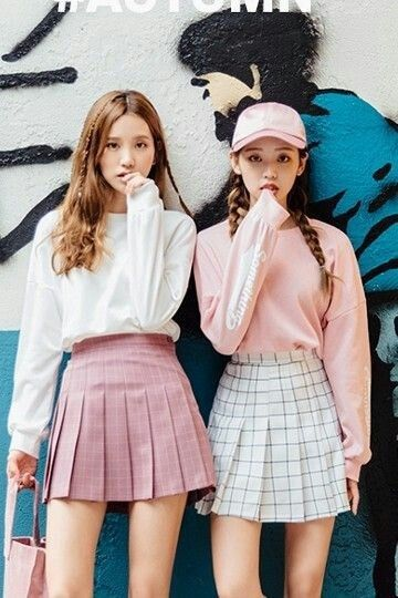 Kiseu Cr Kooding Two Very Nice Looking Ladies With Tennis Style Skirts Not Sure Why They Look So Worried Korean Street Fashion Fashion Korean Outfits