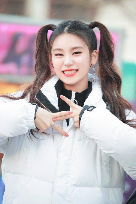 Pin By V 95 On Itzy Itzy Kpop Girls Korean Idol