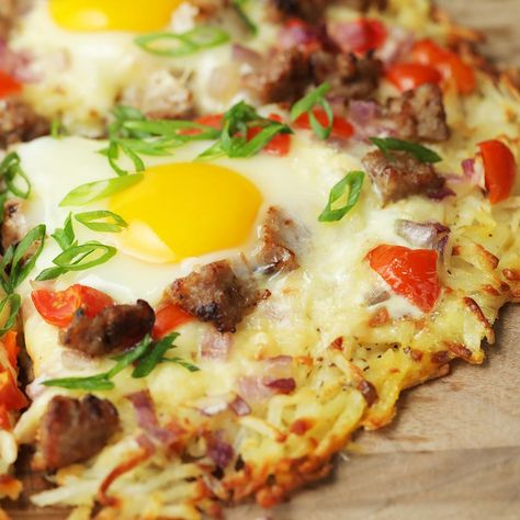 This hash brown pizza is the perfect meal to enjoy any time of day! Get all your breakfast favorites at your local Kroger to try your hand at this crispy bite.