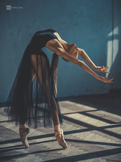 ballerina, dance, and ballet image - Photo Dance Photography Poses, Dance Poses, Movement Photography, Ballet Dance Photography, Body Art Photography, Artistic Photography, Photography Women, Photography Ideas, Travel Photography