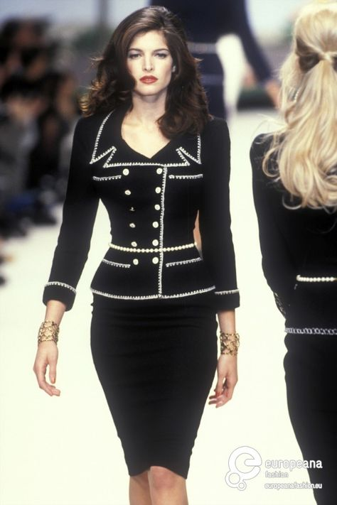 Stephanie Seymour bei Chanel Haute Couture S / S 1995 . - Stephanie Seymour bei Chanel Haute Couture S / S 1995 … – -