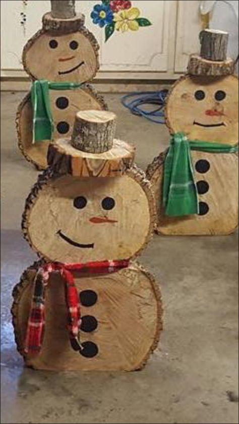 Schneemann aus Holzscheiben