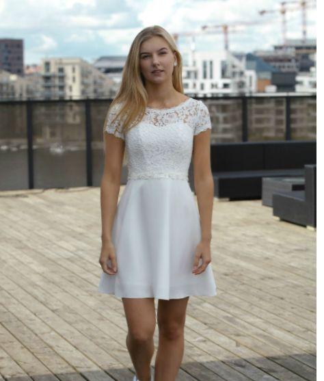 En Meget Fin Konfirmationskjole En 2019 Vestidos De Novia