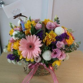 Flower Basket For Girlfriend In Shimla 2100 Fresh Flower Delivery Small Flower Bouquet Online Flower Delivery