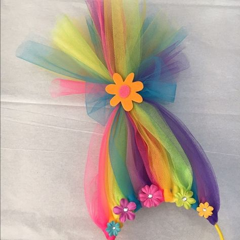 Just Pinned to pour les choux - for kids: Neon Rainbow Troll Hair Headband Handcrafted tulle neon rainbow colored troll hair headband. Super cute and fun accessory for the kiddos who loved the Trolls. Trolls Birthday Party, Troll Party, Costume Troll, Festa Pj Masks, Sewing Crafts, Diy Crafts, Neon Crafts, Teacher Costumes, Diy Gifts For Dad