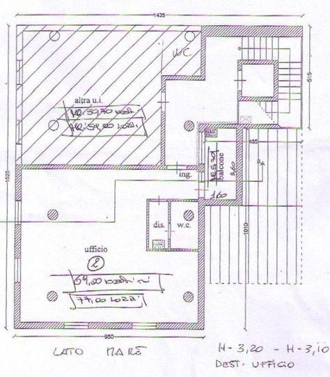 Rif. 3566 Appartamento ad uso professionale  Rif. 3566 Viareggio in centro ufficio in ottime condizioni. Posto al 3P ed ultimo con ascensore, TSM e aria condizionata, è composto da un unico vano molto luminoso,