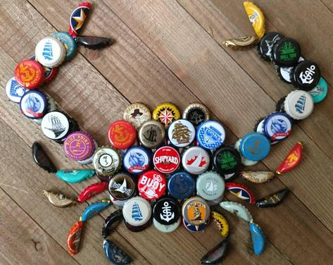 Not sure if it's my favorite design, but it's an interesting idea for our bottle cap & wine cork collection.Wine Corks - Bottle cap crab, this is a really cute idea. I think Id paint the bottle caps though - Crafting Timeout Beer Bottle Caps, Bottle Cap Art, Beer Caps, Beer Cap Art, Bottle Cap Magnets, Bottle Cap Table, Beer Bottles, Vodka Bottle, Beach Crafts