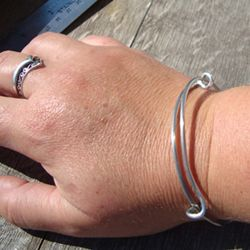 How to make a simple wire slide bangle with 12 gauge wire. At wire ...
