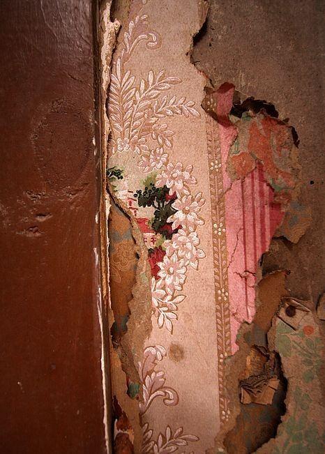 Pin By Renew On Yule Peeling Wallpaper Wallpaper Layers Old