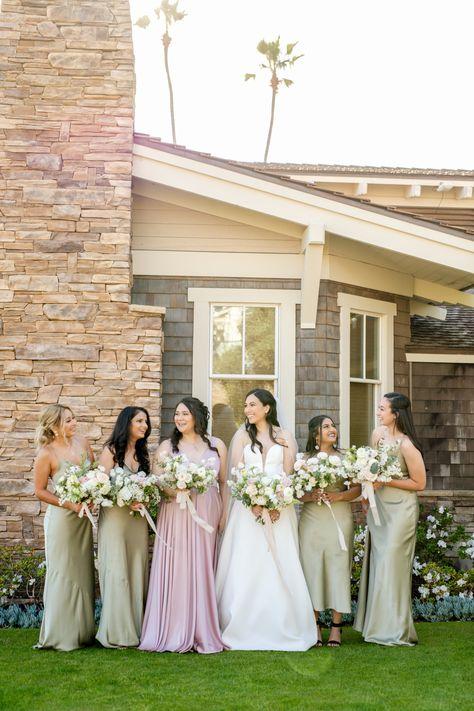 Bride with her bridesmaids #bridesmaids #bridesmaidsgoal #girlsquad #weddingparty