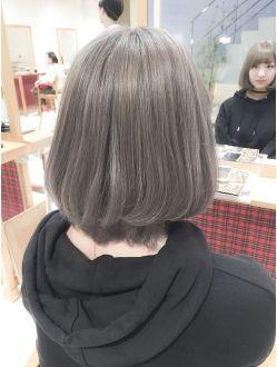 マーメイドアッシュベージュブリーチwカラー ショートボブ 髪色