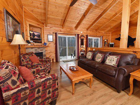 Offering Discounted Gatlinburg Cabins And Pigeon Forge Cabins From Cabins For You Great Deals On Cabin Rental Gatlinburg Cabins Pigeon Forge Cabins Gatlinburg