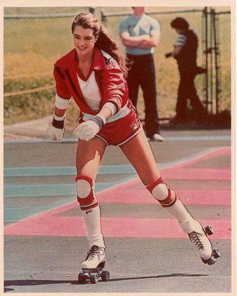 brooke shields style Crazy Fan of Riedell Roller Skates for Women Brooke Shields, Retro Mode, Mode Vintage, Vintage Sport, Skates Vintage, Girls Skate, Trailer Park, Roller Disco, High Fashion