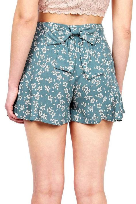 Adorable girly shorts with a floral stamp print and a bow at the back. Concealed…