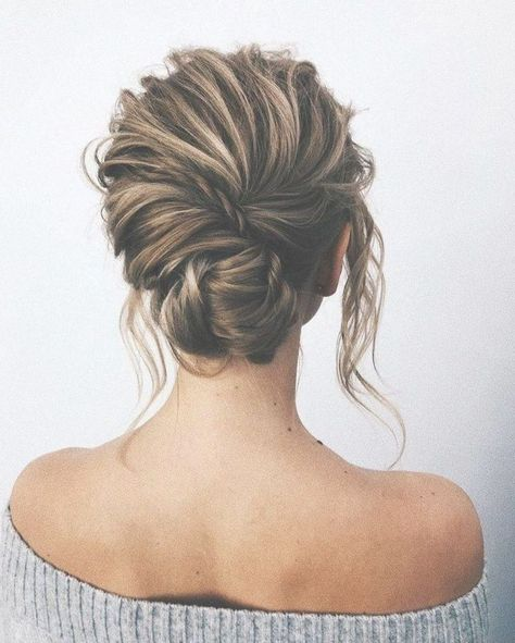Whether a classic chignon, textured updo or a chic wedding updo with a beautiful details. These wedding updos are perfect for any bride looking for a unique wedding hairstyles... #updosweddinghair