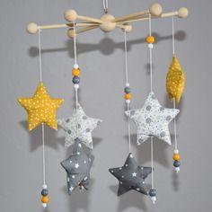 Mobile 6 étoiles et perles de bois - décoration chambre ...