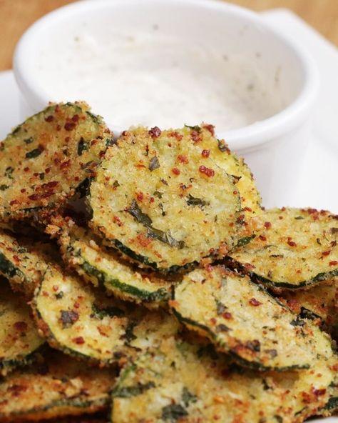 Garlic Parmesan Zucchini Chips | Combine Garlic, Parmesan, And Zucchini And You've Got Yourself A Totally Delicious Snack