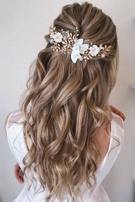 Best Wedding Hairstyle Trends 2019 wedding hairstyle on curly blonde hair half up half down with accessories pearly.hairstylist Best Wedding Hairstyle Trends 2019 wedding hairstyle on curly blonde hair half up half down with accessories pearly. Elegant Wedding Hair, Wedding Hair Down, Wedding Hair And Makeup, Wedding Hair Accessories, Wedding Hair Blonde, Bride Hair Down, Wedding Hair Pieces, Wedding Hair With Braid, Wedding Hair Styles
