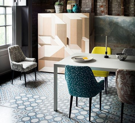 Patterned Floor Tiles In Dining Room With Baroque Blue White Combination
