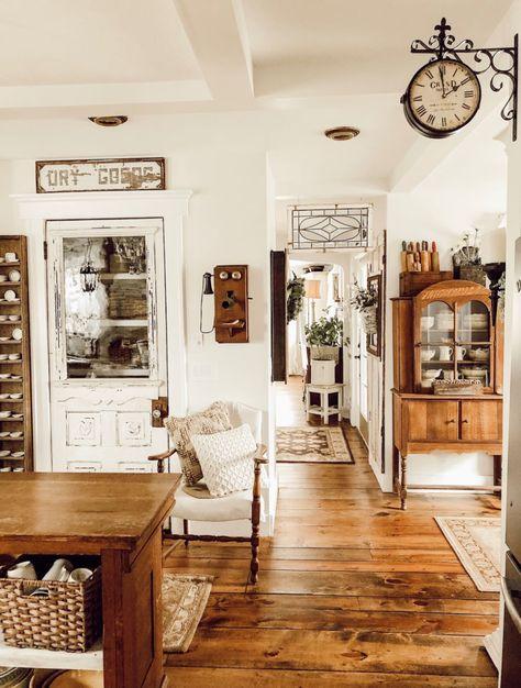 Country Farmhouse Decor, Farmhouse Style Kitchen, Modern Farmhouse Kitchens, Farmhouse Design, Farmhouse Ideas, Vintage Farmhouse Decor, Cottage Farmhouse, Antique Farmhouse, Antique Decor
