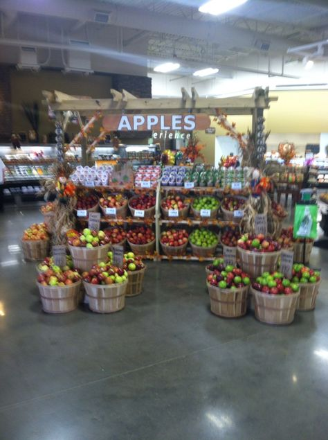 Great Produce Apple Display Produce Displays Fruit Displays Grocery Store Design