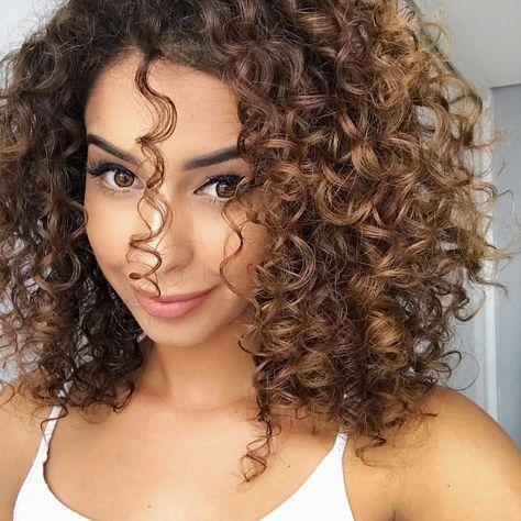64 Ideas Hair Short Highlights Brown Curls In 2020 Curly Hair Styles Naturally Curly Hair Styles Curly Light Brown Hair