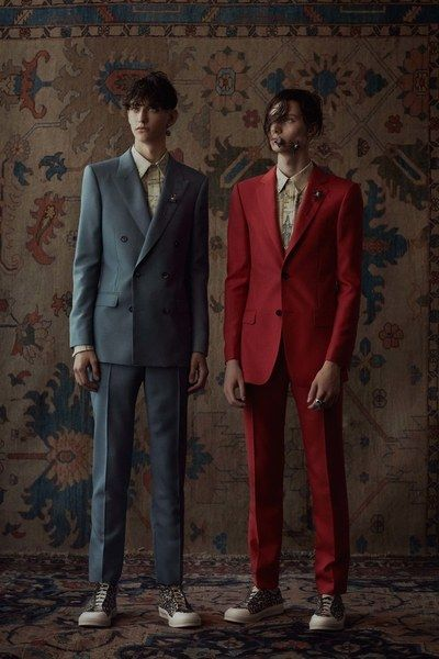See the complete Alexander McQueen Spring 2017 Menswear collection.