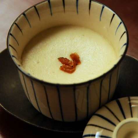 "Una ""royale"" de konowata (entrañas de pepino de mar salado) de huevo con sabor cubierto con mousse de yuba caliente Kikunoi AKASAKA RESTAURANT TWO MICHELIN STARS  Murata #Yoshihiro #Best #World # # Kikunoi #kyoto 2starestrellasmichelín #Kaiseki #cuisine #internacional #food #foodie #japanese #japan by josericardovegamoran"