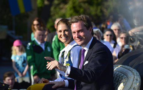 So klein und schon so berühmt: Ganz Schweden wartet auf den großen Tag von Prinz Nicolas. Jetzt verriet Papa Chris O'Neill schon einmal die ersten Details zur Taufe ...