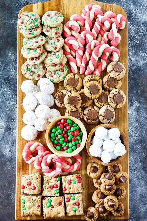 popular christmas cookies Weihnachtspltzchen Best Christmas Cookies- These recipes are my most popular Christmas cookies and perfect for gift giving or making holiday memories with your family. Best Christmas Cookie Recipe, Christmas Cookie Exchange, Christmas Party Food, Christmas Sweets, Christmas Cooking, Christmas Goodies, Christmas Candy, Holiday Baking, Christmas Desserts