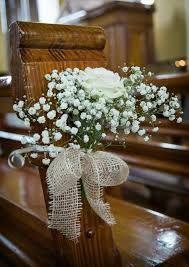Resultado De Imagen Para Como Hacer Adornos Bancos Iglesia Boda Church Wedding Flowers Wedding Church Decor Church Flowers