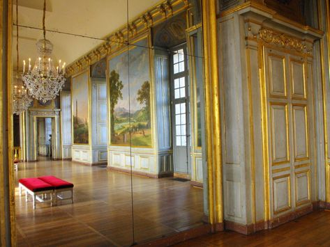 A morning visit inside the chateau of Maisons-Laffitte
