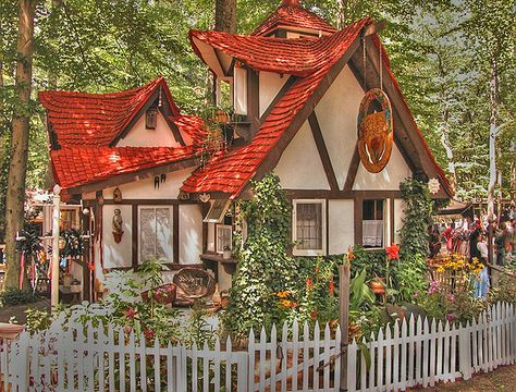 Storybook style house from Crownsville, Maryland Ren Faire (I love the roof line of this little cottage.)Storybook style house from Crownsville, Maryland Ren Faire (I love the roof line of this little cottage. Little Cottages, Cabins And Cottages, Little Houses, Storybook Homes, Storybook Cottage, Cute Cottage, Cottage Style, Victorian Cottage, Cottage In The Woods