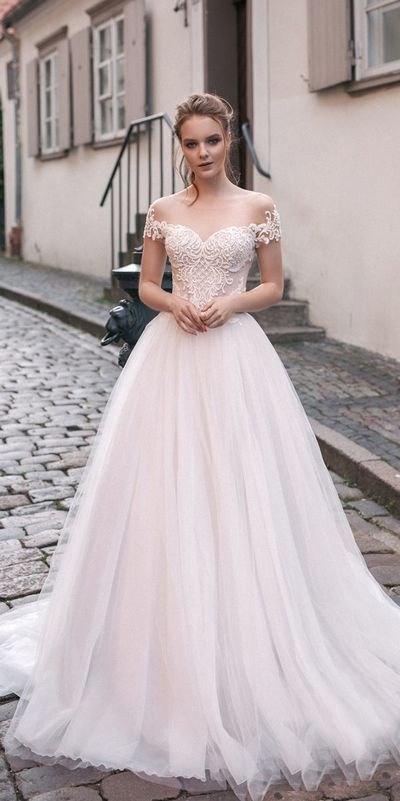 Romantic Off The Shoulder Wedding Dresses Lace Tulle Custom Made Bridal Wedding Gown White Bridal Dresses Empire Wedding Dress Summer Wedding Dress