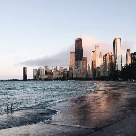 Oh Chicago, home to an abundance of locations for social media glory. Here, 18 places to explore and take the best photos the ?gram has ever seen. Chicago Beach, Chicago Travel, Chicago Skyline, Chicago Trip, Chicago City, Chicago Poster, Chicago Riverwalk, Visit Chicago, Chicago Usa